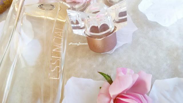 Perfume é uma das coisas que a maioria das mulheres não vive sem, isso porque o cheiro que ele isala transmiti um ar de limpeza, frescor e auto estima positiva, uma sensação tão gostosa que por isso não conseguimos ficar sem usar perfume.