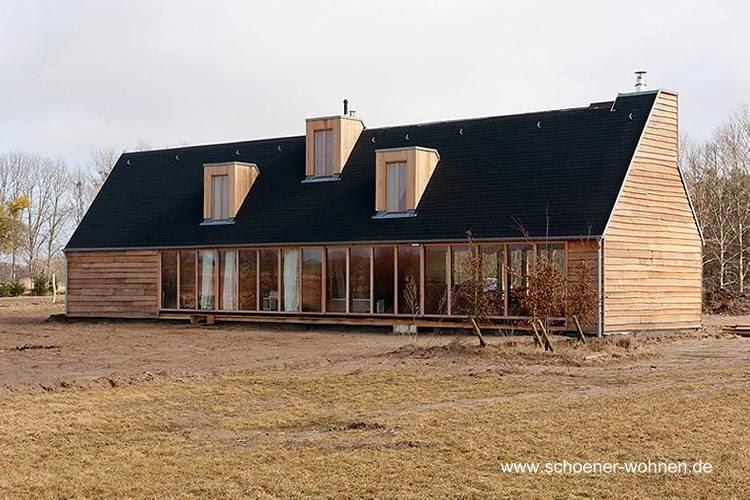 Casa campestre de madera contemporánea en Dinamarca