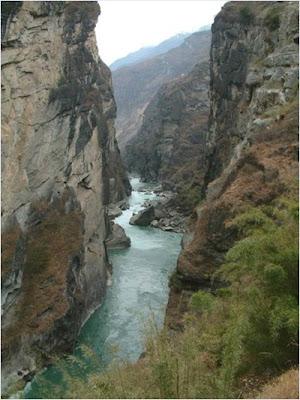 โตรกเสือกระโจน / หุบเหวเสือกระโจน (Tiger Leaping Gorge)