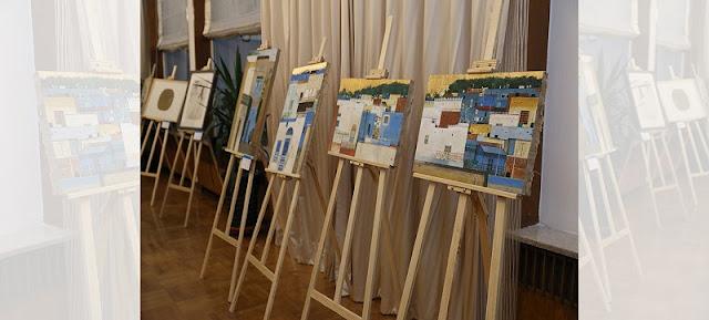 """أقيم معرض فني للرسم يوم الجمعة في سفارة الجمهورية التونسية لدى الصين للاحتفال بأنشطة التبادل الفني بين الصين و تونس. أقيم هذا الحدث تحت عنوان """"استعراض حول تبادل زيارات وحوار تبادل الفنانين الصينيين و التونسيين"""" بالاشتراك مع السفارة التونسية ومجموعة الصين للفنون، واستضافته السفيرة التونسية."""
