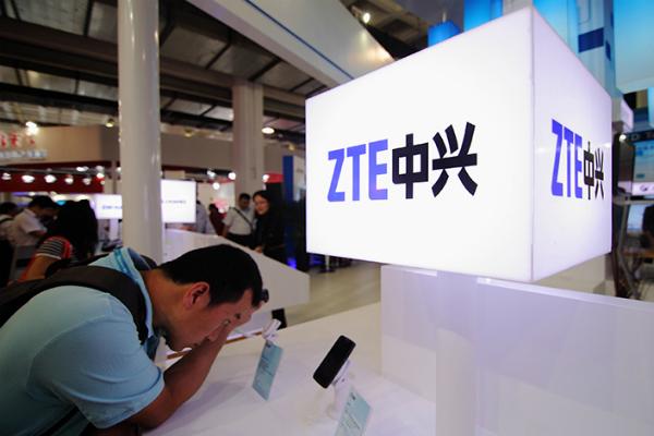 شركة ZTE الصينية تعلن وقف أنشطتها بسبب الولايات المتحدة الأمريكية