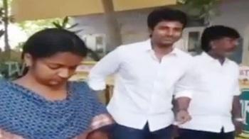 Sivakarthikeyan & His Family Cast Their Vote in Chennai – Thanthi Tv