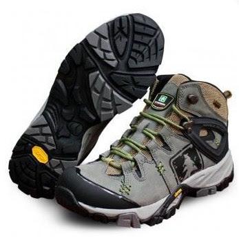 rekomendasi 8 merk sepatu gunung murah dan bagus
