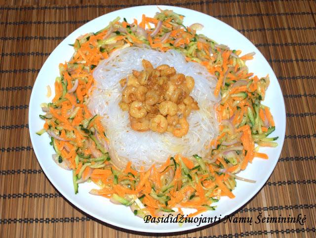 Receptas: Vietnamietiškos salotos su krevetėmis