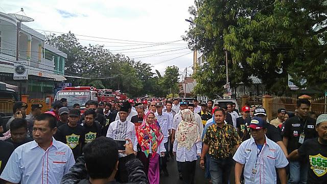 Barakka Dikawal Ribuan Massa Menuju Gedung As'adiyah