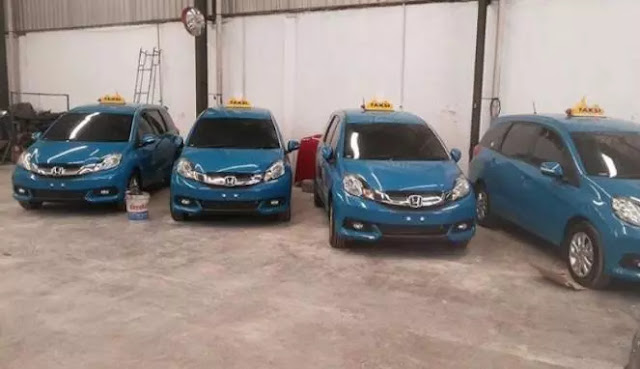 Taksi Blue bird Mobilio