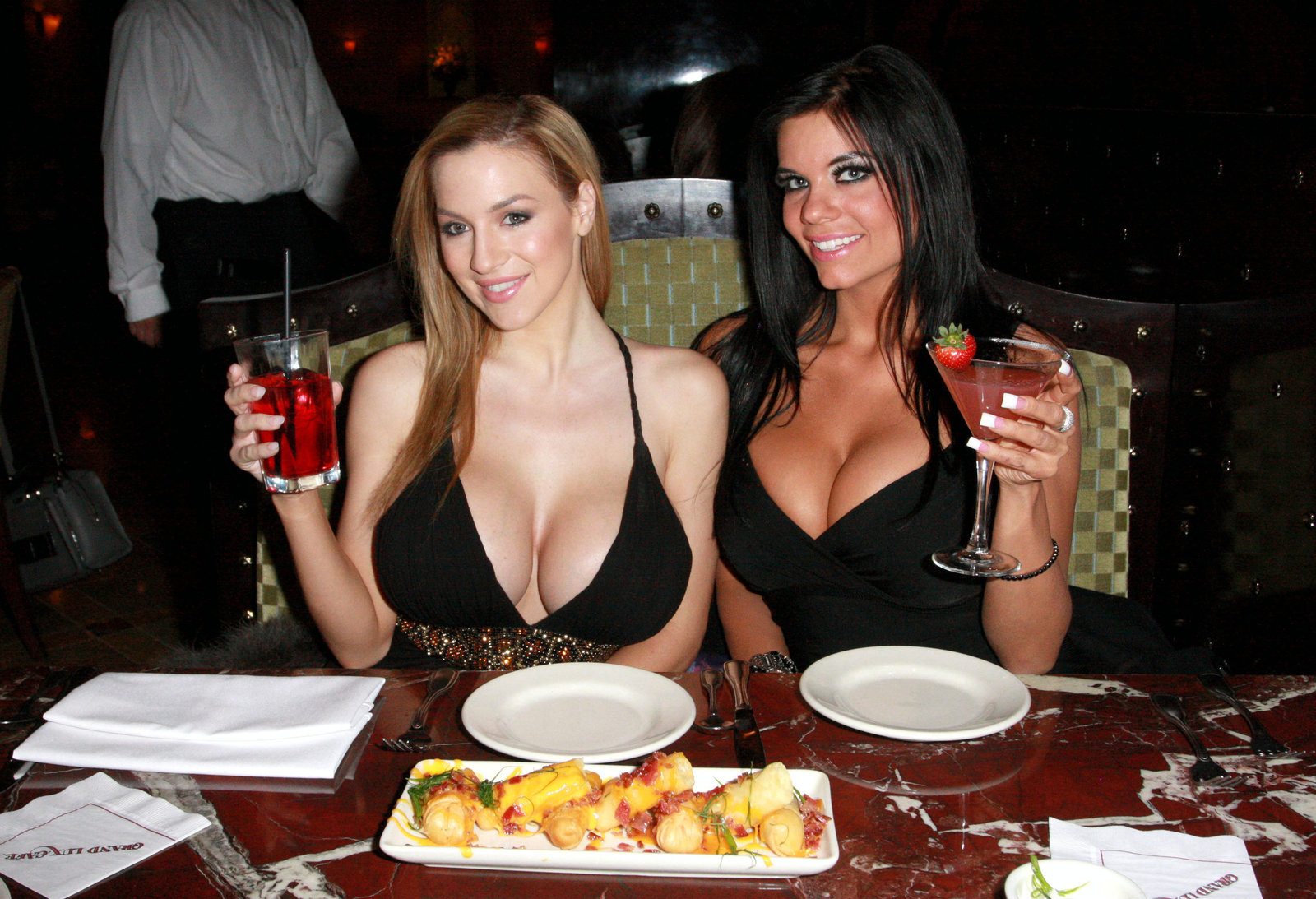 Jordan Carver Partying Hot Photos With Her Biggies