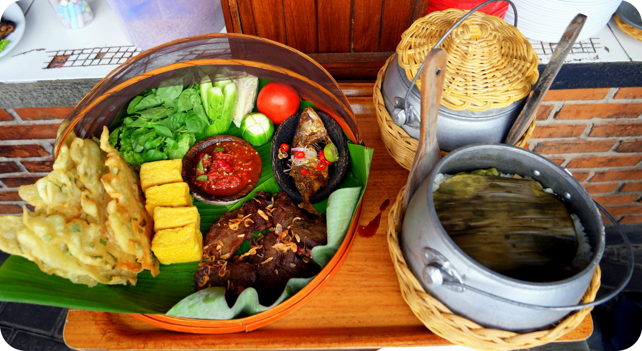 Lidah Di Goyang Pak Asep Stroberi Blog Indonesia Tcash Vaganza 33 Paket 10 Pcs Susu Bear Brand 1 Nasi Liwet Terdiri Dari Ayam Atau Daging Ikan Tempe Tahu Lalapan Sambel