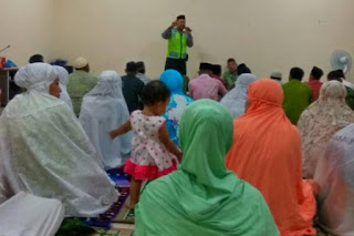Kanit Binmas Kalitidu Kultum DiSholat Tarawih Berikan Himbauan Kamtibmas Jelang Lebaran