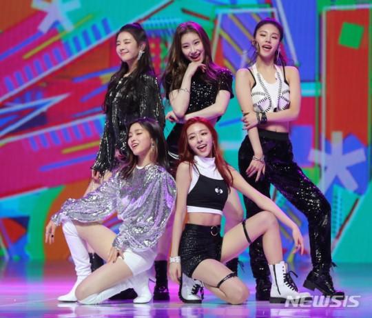 JYP'nin merakla beklenen kız grubu ITZY çıkış yaptı