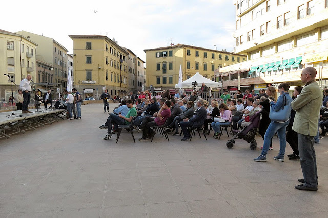 Mayor Filippo Nogarin speaking in Piazza Attias, Livorno