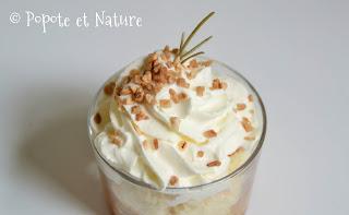 Verrines aux abricots poêlés au miel et au romarin, brioche maison et chantilly