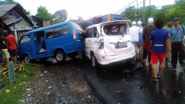Tabrakan Beruntun di Puncak Bogor, Melibatkan 25 Mobil, 15 Motor, serta Menewaskan Sekitar 18 Orang