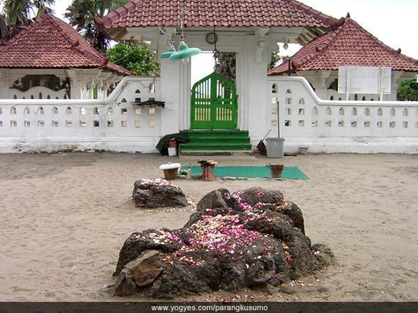 pantai-parangkusumo-destinasi-wisata