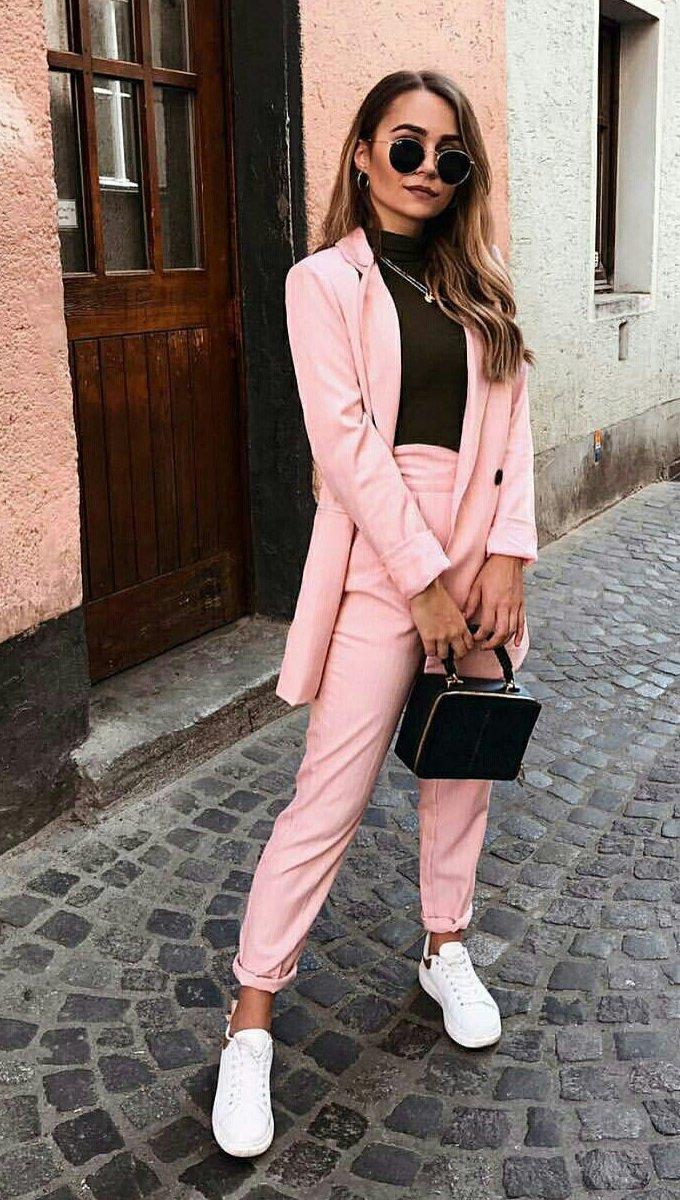 Rosa e preto a combinação da moda