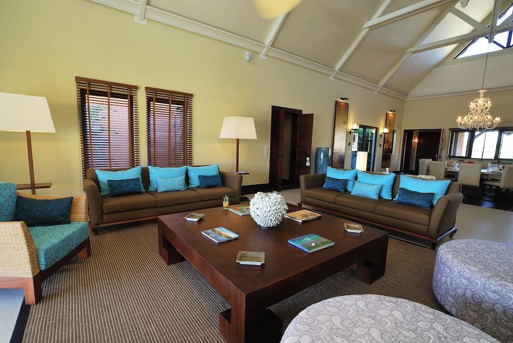 salon marron et bleu. Black Bedroom Furniture Sets. Home Design Ideas
