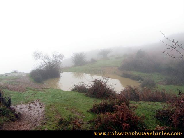 Ruta de las Xanas y Senda de Valdolayés: Laguna