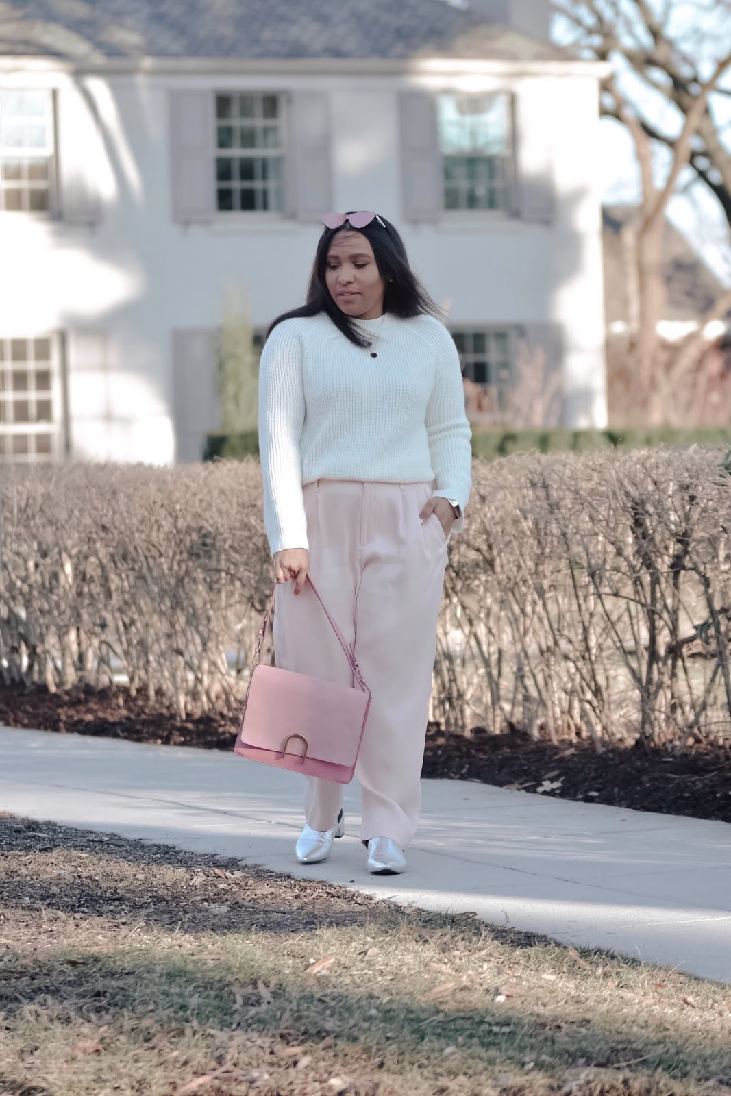 mom bloggers, stylish moms, spring outfits, blush pink, diff eyewear, fossil bags, dc bloggers