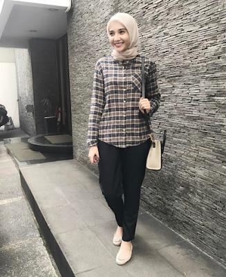 gambar style kemeja flanel wanita hijab