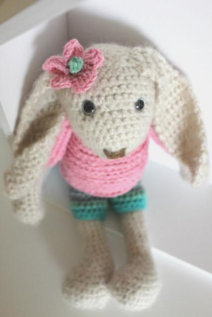 króliczek szydełkowy, króliczek moherowy, moher, królik, przytulanka, zabawka, szydełko, szydełkowanie, bezpieczne oczka, dla dziewczynki, zabawka kolekcjonerska