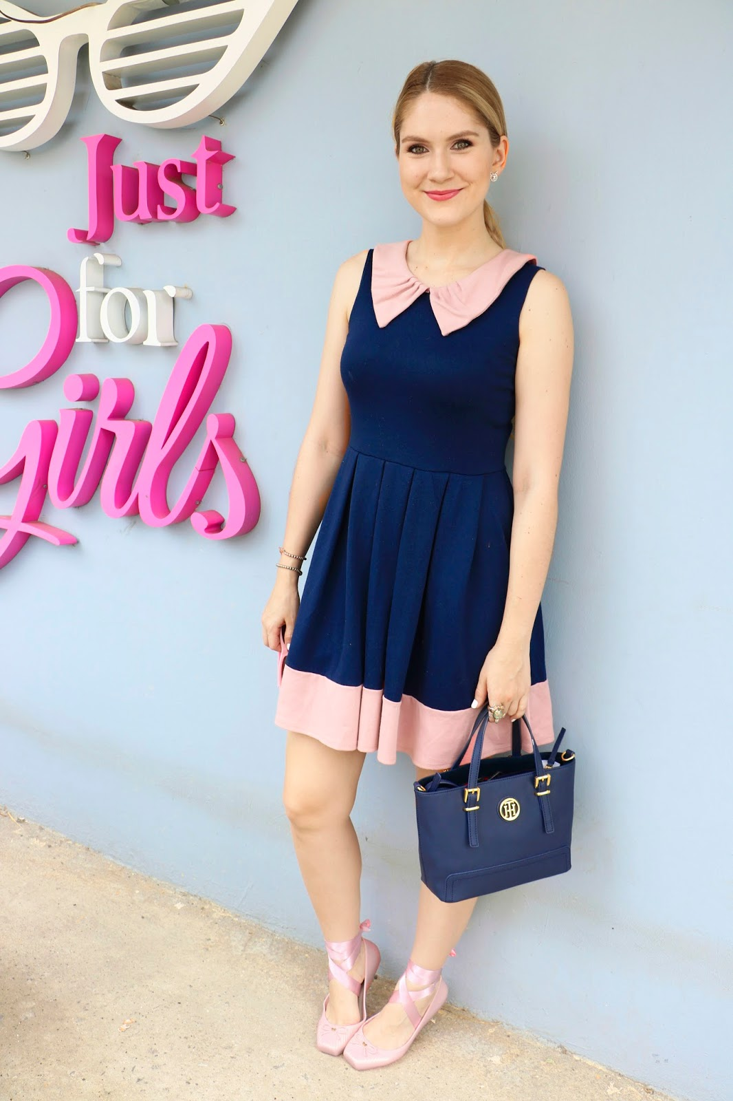 Pretty navy dress and pink ballerinas outfit!