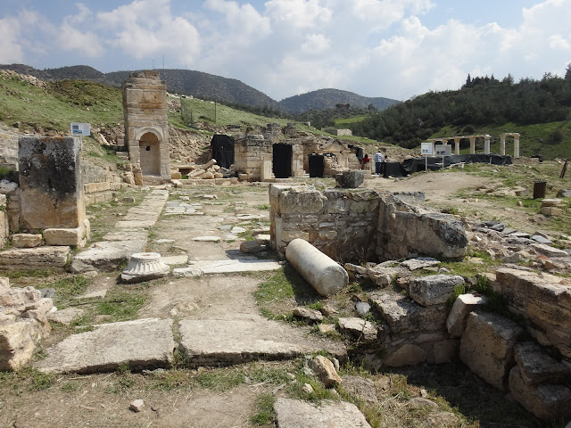 Church of the Sepulchre was built around a first-century Sacellum tomb belonging to the Roman cementery at Hierapolis in Pamukkale, Turkey