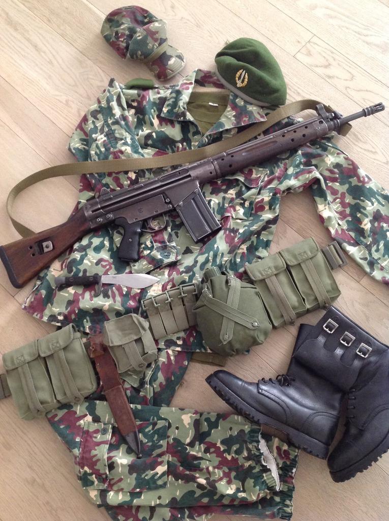 Uniformes españoles contemporáneos del ejército español  COMPAÑÍAS ... 79b4acd79d2