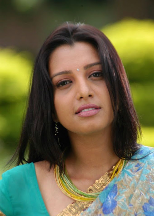 manjulika in saree actress pics