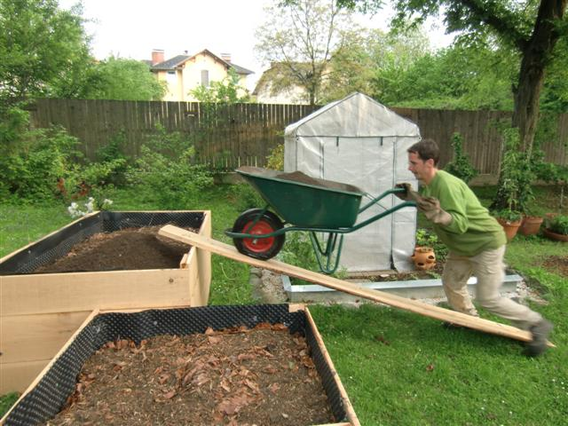 bau eines hochbeetes teil 2 topfgartenwelt der salzburger gartenblog. Black Bedroom Furniture Sets. Home Design Ideas