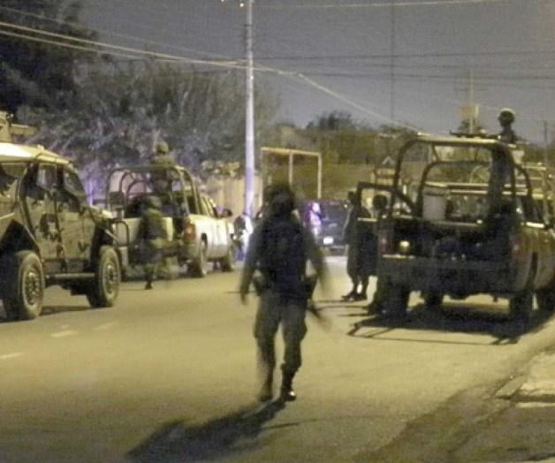 VIDEO, Noche de balaceras camionetas llenas de sicarios se correteaban por todas las calles en Reynosa las balas nada mas zumbaban
