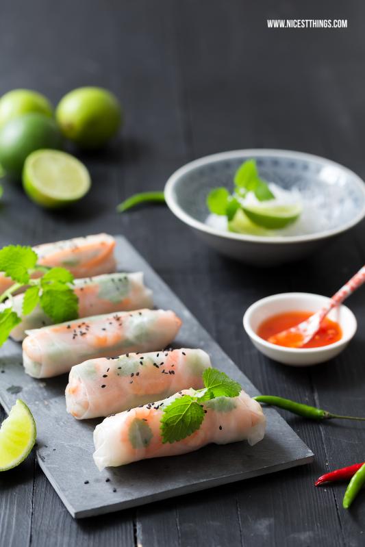 Sommerrollen Rezept Summer Rolls mit Reisnudeln und Garnelen #sommerrollen #rezept #summerrolls #frühlingsrollen #asiatisch #streetfood #leichteküche #gemüse #bloggerrezepte
