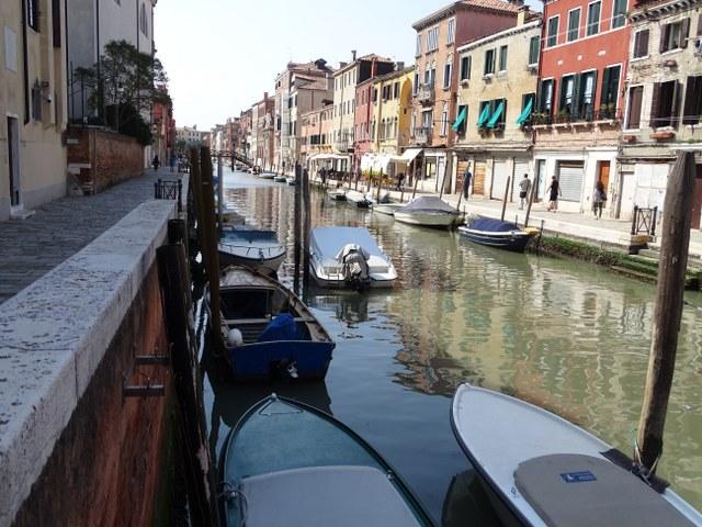 canal veneciano italia agua gondolas puentes