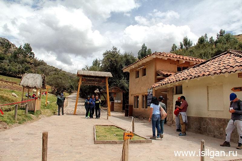 Тамбомачай (Tambomachay). Священная Долина Инков. Перу