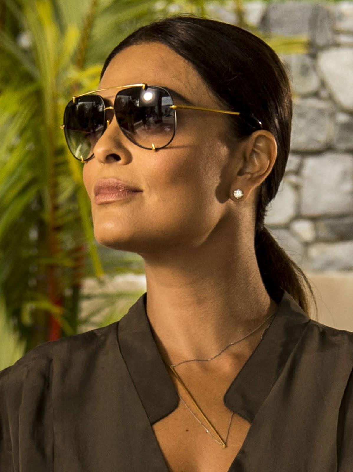 68b0485e649d7 A personagem Carolina, interpretada pela atriz Juliana Paes na novela  Totalmente Demais, usa um modelo repaginado do óculos aviador com armação  dourada.