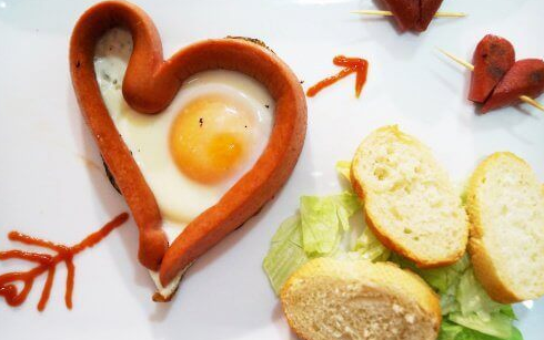 Make eggs in the shape of a heart