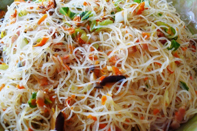 How to cook fried vegetarian bee hoon singapore food recipes reviews chinese style fried vegetarian bee hoon with mixed vegetables and shitake mushrooms this dish is suitable for vegetarians personal diet or healthy eating forumfinder Image collections