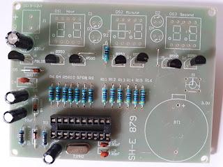 implatation transistors et régulateur  en  ligne sur horloge at89c2051