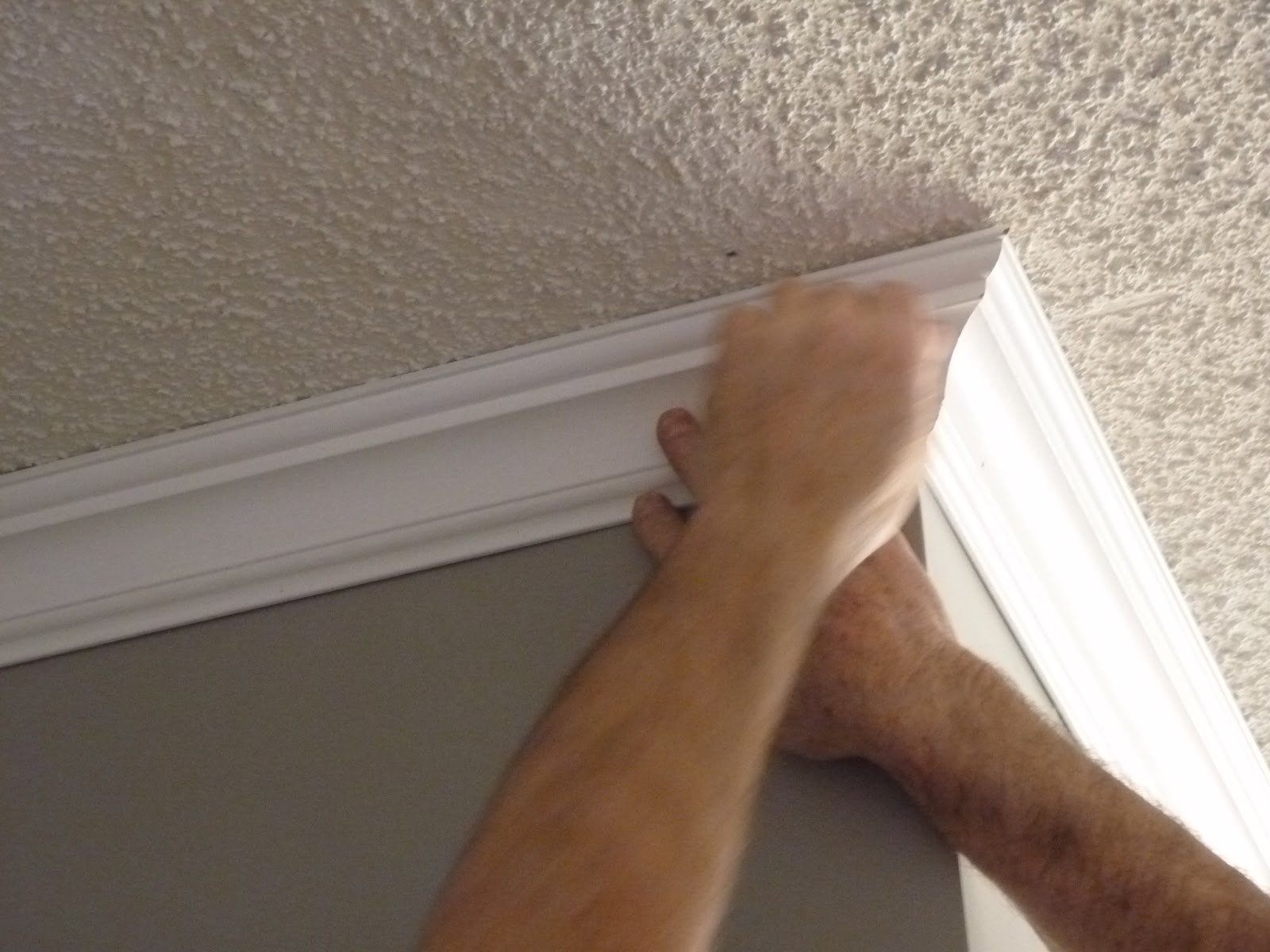 how to put up crown molding on kitchen cabinets how to put up crown molding with popcorn ceilings 17269