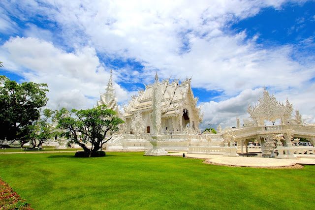White Temple Travel Blogger Photography Chiang Mai Thailand