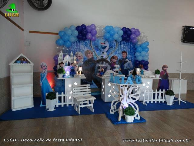 Decoração Frozen - Mesa provençal simples para festa de aniversário