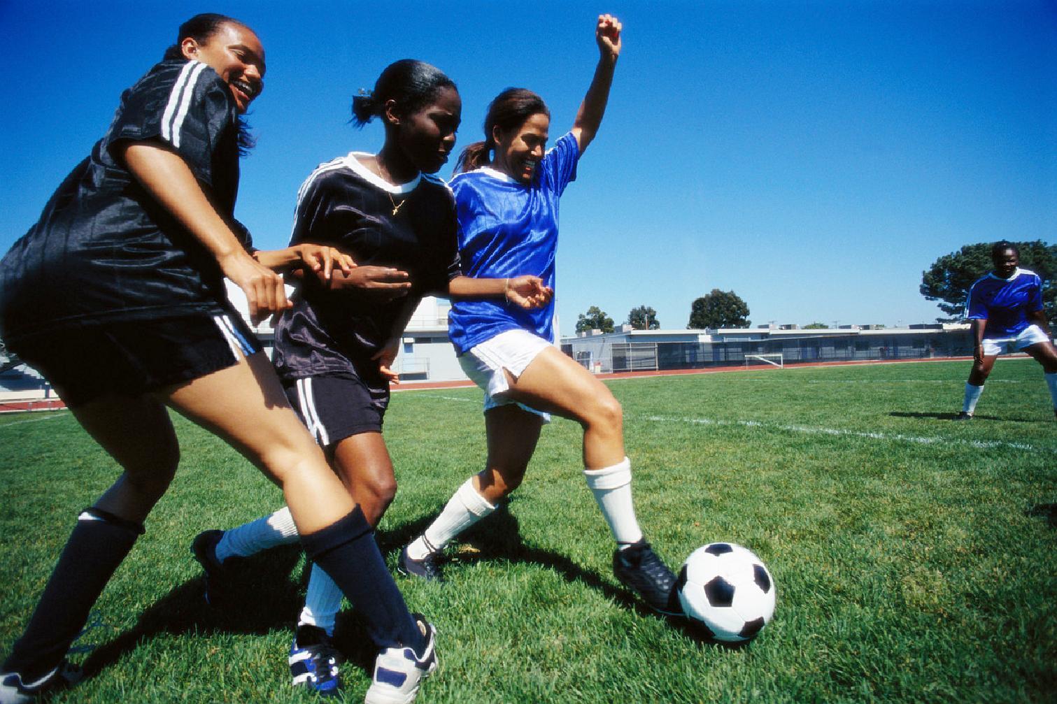 girl playing soccer - HD1511×1007