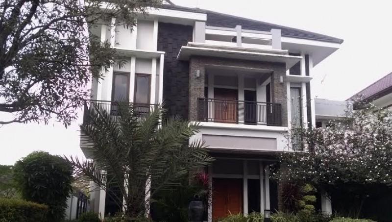 Rumah mewah milik Hidayat Taufiqurahman dan Rita Agustina