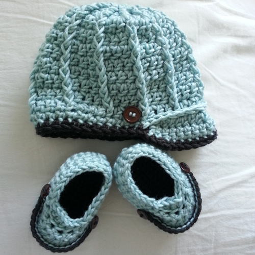 Newborn Baby Boy Crochet Hat & Booties Set - Free Pattern