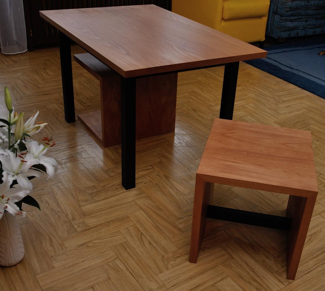 holz notizen couchtisch samt hocker. Black Bedroom Furniture Sets. Home Design Ideas