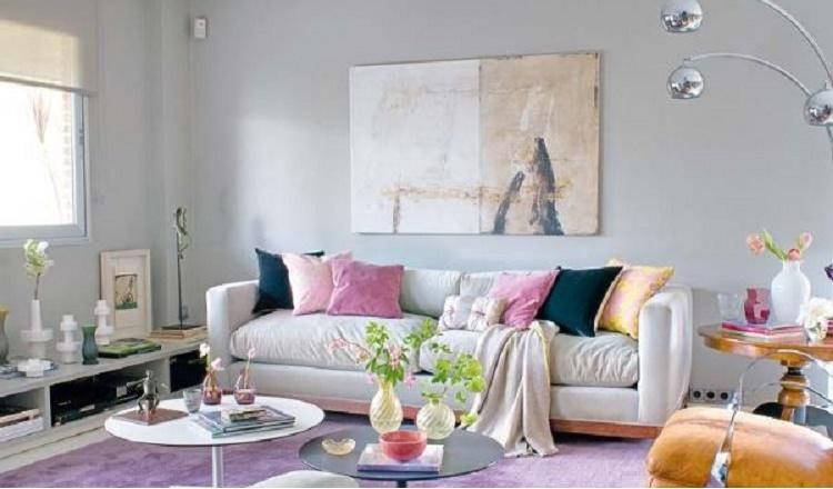 Sala decorada em tons de rosa