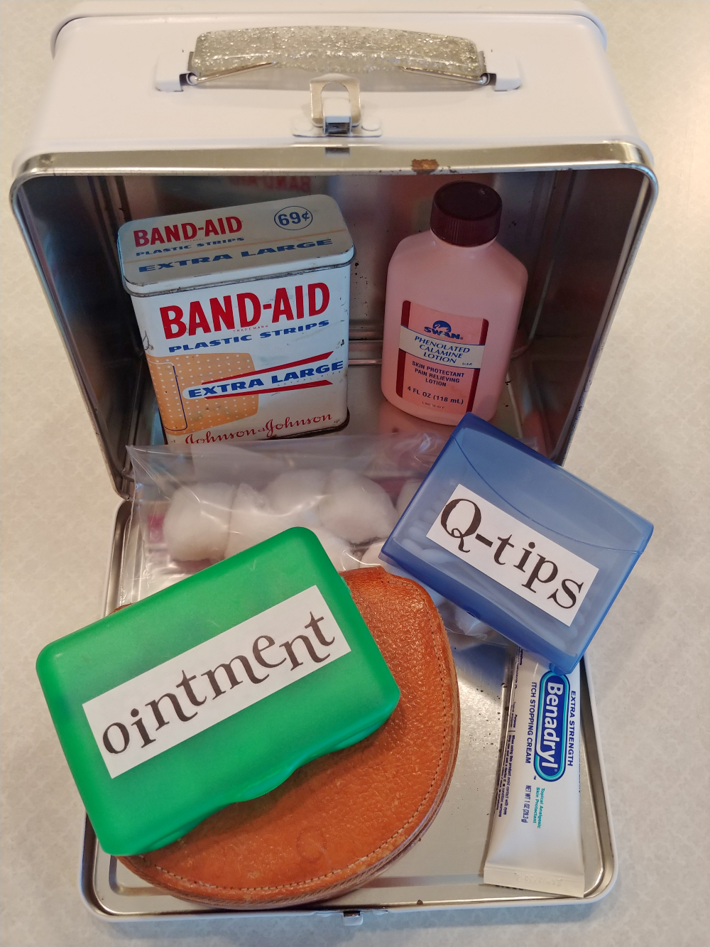 DIY first aid kit from a lunchbox