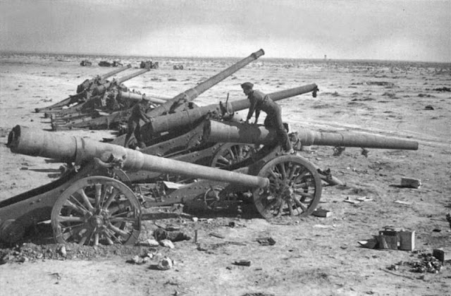 22 January 1941 worldwartwo.filminspector.com Italian guns captured
