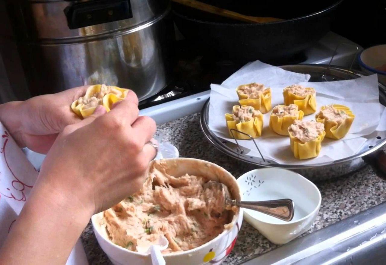 Cara membuat siomay dimsum isi ayam dan udang (youtube.com)