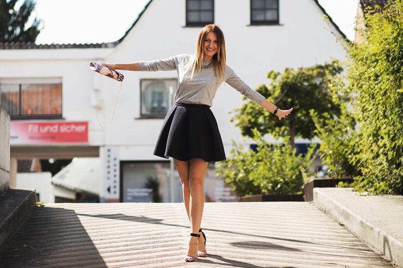 szara bluzka, czarna spódnica, szpilki, fashion, ootd, do pracy, jak ubrać się do pracy, deichmann