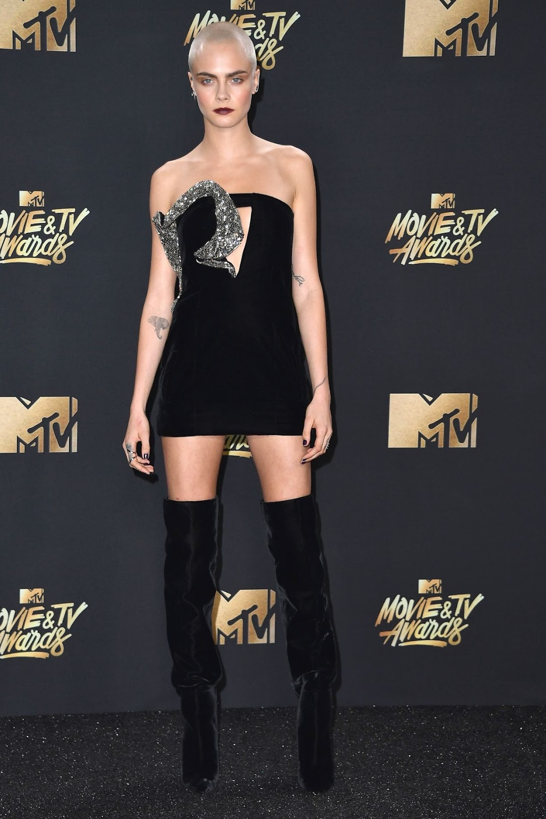 mtv movie awards 2017 cara delevinge